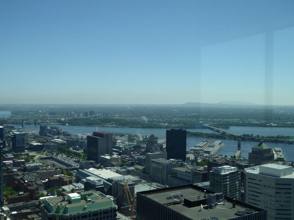 18CAN03 - Blick auf Halle und Fluss.JPG